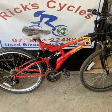 """Universal Polaris 18"""" Frame Mountain Bike. £95"""