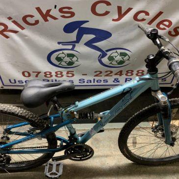 """Apollo FS26s 14"""" Frame Mountain Bike. £85"""