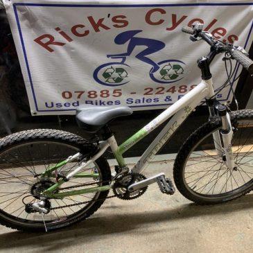 """Trek 3700 13"""" Frame Girls Bike. £125"""