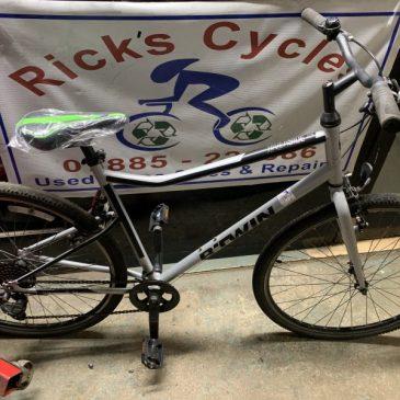 """B-Twin Riverside 120 21"""" Frame Hybrid Bike. £120"""