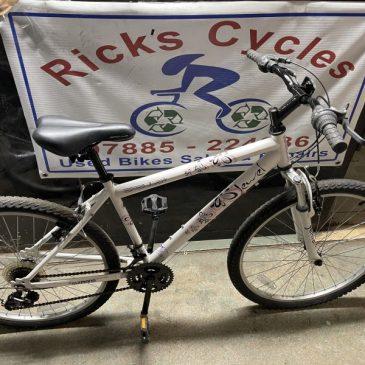 """Apollo Jewel 17"""" Frame Mountain Bike. £100"""