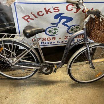 """Exclusive Arcade 18"""" Frame Ladies Hybrid Bike. £175"""