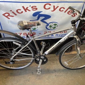 "Brand New Dawes Discovery 401 18"" Frame Hybrid Bike. £295"