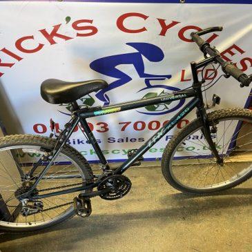 """Universal Epic XL426 20"""" Frame Mountain Bike. £85"""
