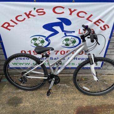 "Giant Boulder 14"" Frame Mountain Bike. £185"